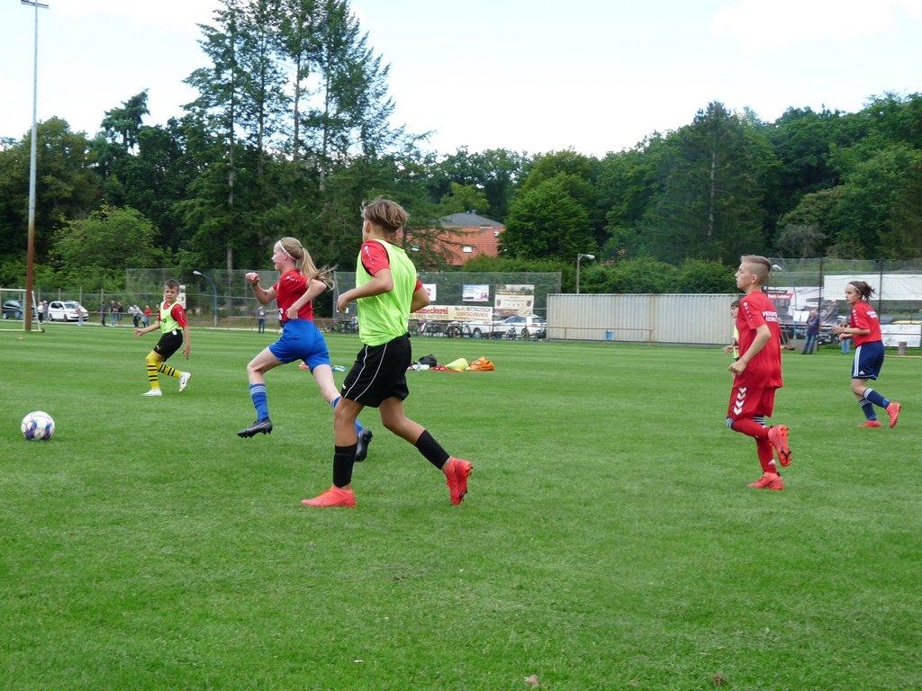 Mädchenpower auch beim Fußball-Camp